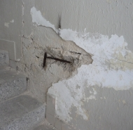 Poškodené vnútorné schodisko