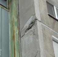 Detail poruchy na fasáde
