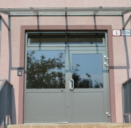 Nový vchod a prestrešenie